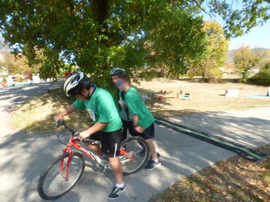 équipe Run&Bike : un déficient visuel, son guide et un cycliste