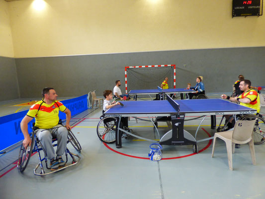 initiation tennis de table en fauteuil