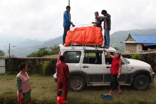 Viel Gepäck muss immer mit in die Berge bei einem Einsatz