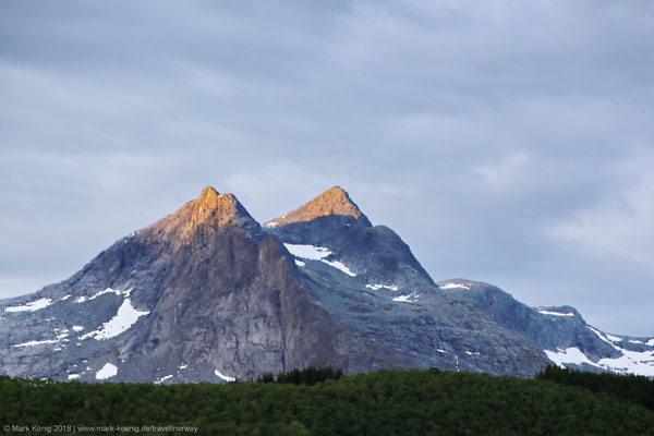 "Peaks of ""the twins"" Tvillingene (945 metres = 3,100 ft and 980 metres = 3,215 ft)"
