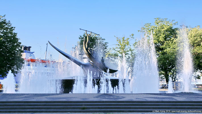 Sandefjord's whaling history is well illustrated in the fountain sculpture Hvalfangstmonumentet.