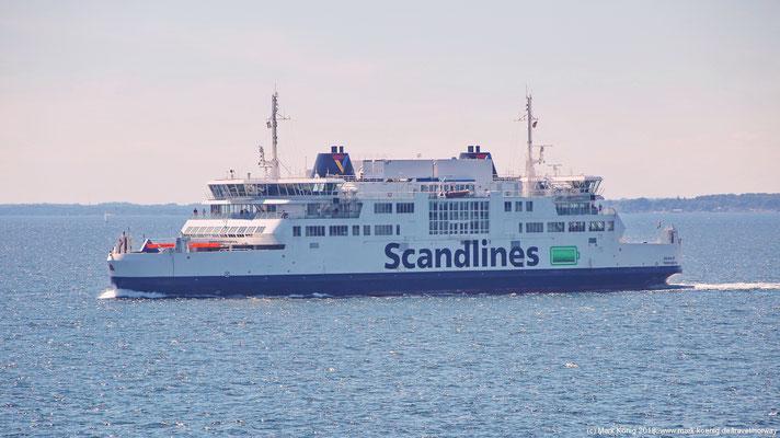 """Zweite Fährverbindung des Tages: Die """"Gegen""""-Fähre von Scandlines fährt über den schmalen Öresund von Helsingør nach Helsingborg."""