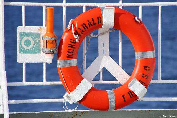 Ein Rettungsring an der Reling ist nur eine der zahlreichen Sicherheitsmaßnahmen an Bord eines Postschiffes