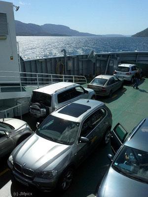 Etwas ungewöhnlich ist die Beladung in zwei Fahrtrichtungen (Fähre im Dreieck Nesvik - Hjelmeland - Ombo)
