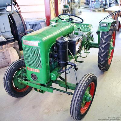 Ein alter Traktor (1)