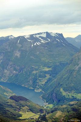 Blick vom Berg Dalsnibba auf den Geirangerfjord und Bergpanorama (Landschaftsroute Geiranger - Trollstigen)