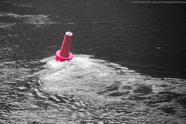 A buoy in the strong current of Raftsund.
