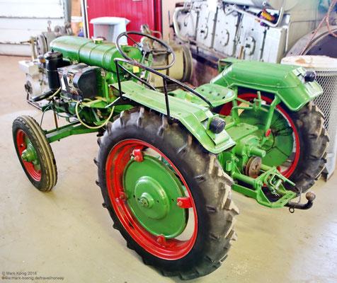 Ein alter Traktor (2)
