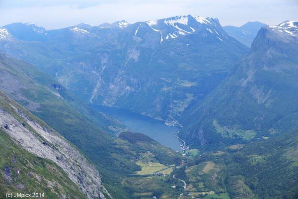 Blick vom Berg Dalsnibba auf den Geirangerfjord (Landschaftsroute Geiranger - Trollstigen)