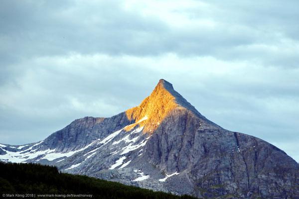 Peak of Kvasstinden, sister number 6 from north (1,010 metres = 3,313 ft)