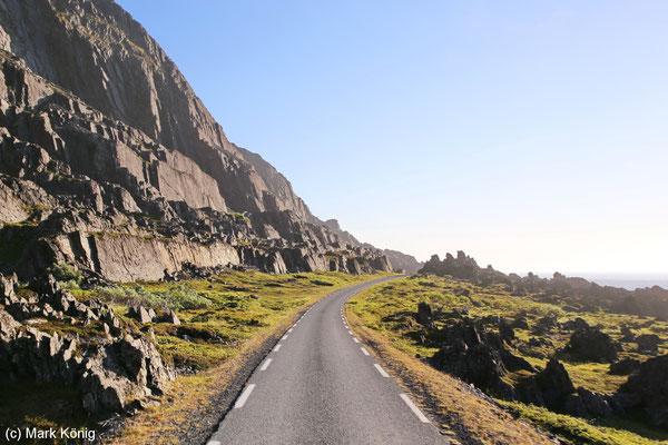 Landschaftsroute Varanger endet im Norden in einer einspurigen Straße (Fv341) nach Hamningberg durch eine beeindruckende Landschaft