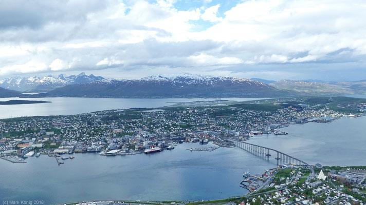 Die Stadt Trondheim vom Hausberg Fjellheisen mit über 400 Meter über Meereshöhe (Tag 13).