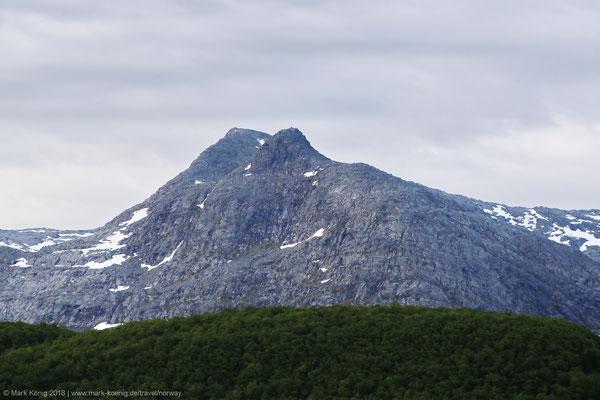Peak of Grytfoten, second most northern sister (1,019 metres = 3,343 ft)