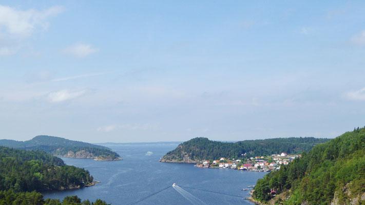 Blick von der Svinesund-Brücke als Grenze zwischen Schweden (links) und Norwegen (rechts)