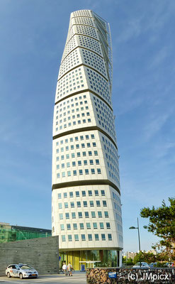 Turning Torso in Malmö ist an extraordinary skyscraper and landmark