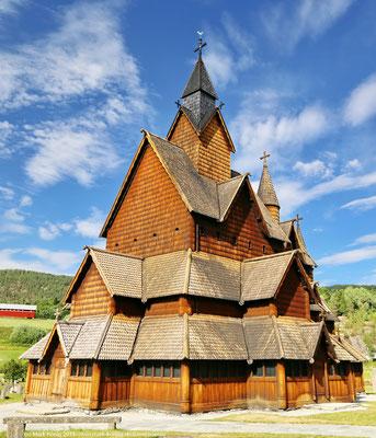... vorbei an neuen und alten Bauwerken wie hier der Stabkirche Heddal (Tag 24), der größten Norwegens, ...