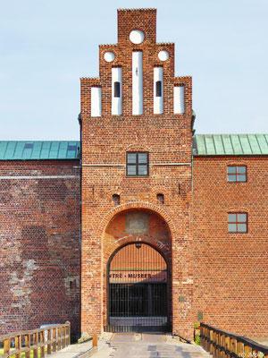 Eingang in rotem Klinker zum Schloss von Malmö