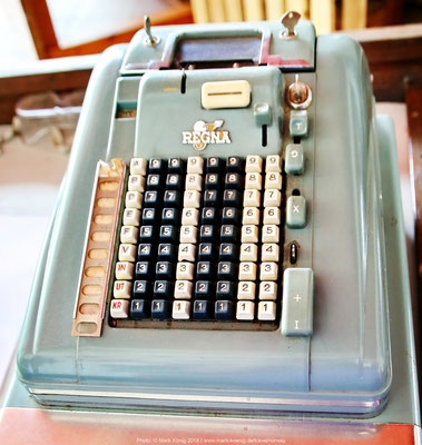 Very wuthentic: The old cash register in the entrance area