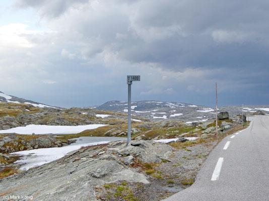 1400 Meter hoch liegt die Pass-Straße 55 der Landschaftsroute Sognefjellet (Turistveger)