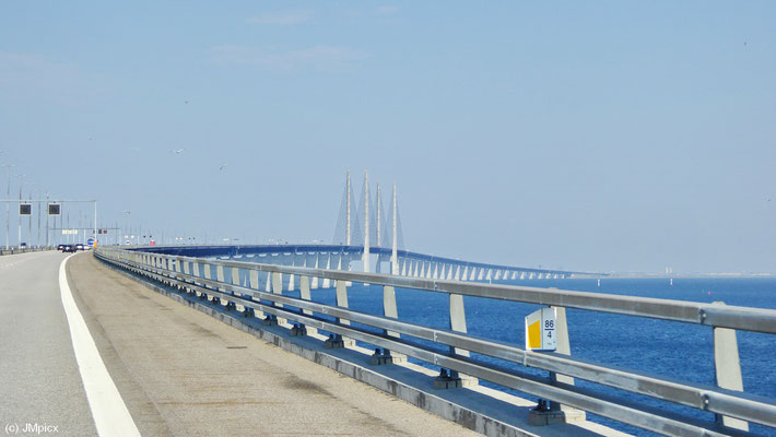 Auf der Öresundbrücke von Schweden nach Dänemark