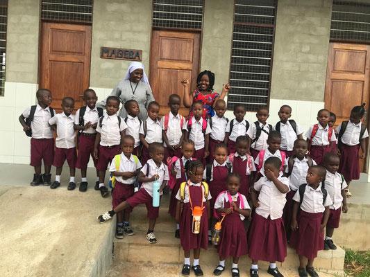 Die erste Grundschulklasse hat am 1.1.2020 den Schulbetrieb eröffnet.