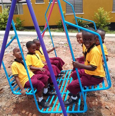 Unser wichtigstes Projekt ist die neue St. Gertrud Grundschule mit Internat. Der Unterricht mit einer Klasse hatte gerade begonnen, dann kam die Corona Schließung.