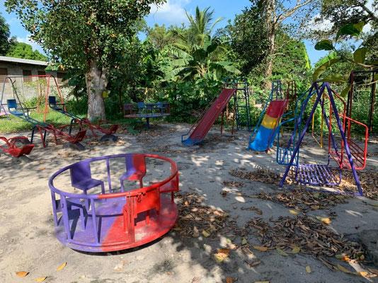 Drei neue Kinderspielplätze konnte Future for Children im letzten Jahr errichten: in Kilimahewa, Kimanzichana und Mwarusembe.