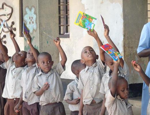 Unsere drei Kindergärten sind gut versorgt und werden von Sr. Anna mit ihren 14 Lehrerinnen und Helfern geleitet.