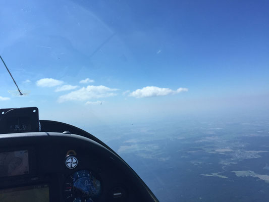Anflug auf die einzigen Wolken bei Klingenthal!