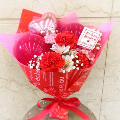 バルーンと生花のブーケ 3500円(税込)