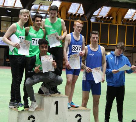 Siegerehrung der Jungen-Staffel. Oben von links: Moritz, Tom, Max, unten Samuel (Foto: K.J. Moch)
