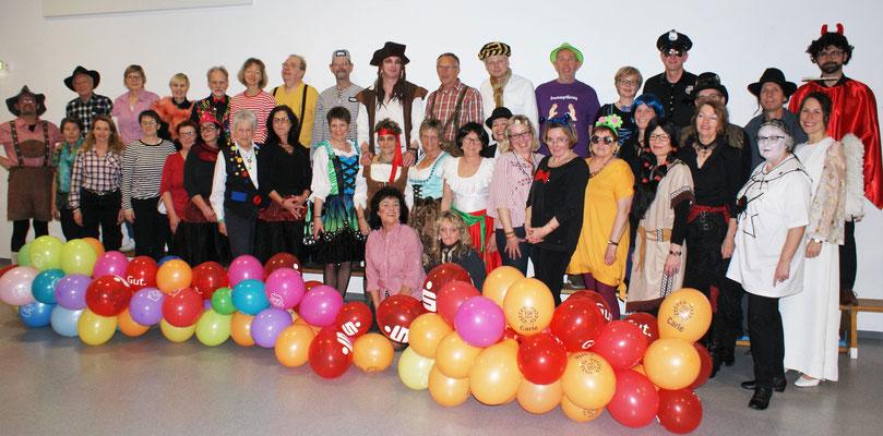 Närrische Tänzer am Faschingssonntag (Foto: Wolfgang Stein)