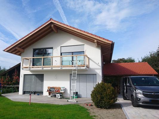 Schreinerei Hopfmann Holz Schmankerl Bichl Hausfassade vor Beginn der Verkleidungsarbeiten