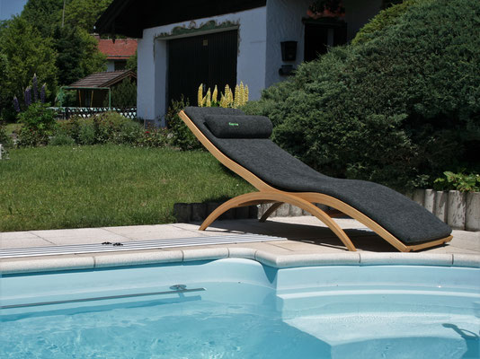 Schreinerei Hopfmann Holz Schmankerl Bichl Wellnessliege bestens geeignet für Sauna und Schwimmbad