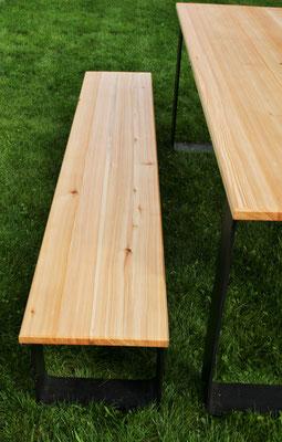 Schreinerei Hopfmann Holz Schmankerl Bichl Dank den breiten Auflageflächen stehen die Möbel auch auf dem Rasen stabil
