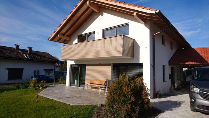 Schreinerei Hopfmann Holz Schmankerl Bichl Balkonverkleidung und Bodenbelag mit Wandverkleidung unten