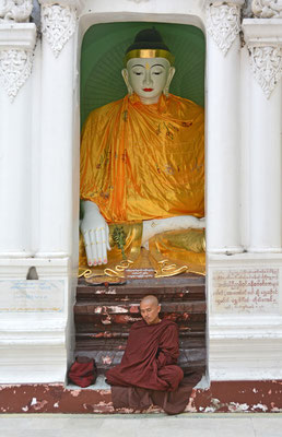 Rangoon, Meditation an der Shwedagon-Pagode
