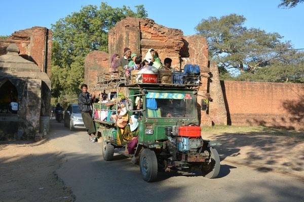 Neue Besucher in Alt-Bagan