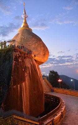 Der Goldene Felsen nach Sonnenaufgang