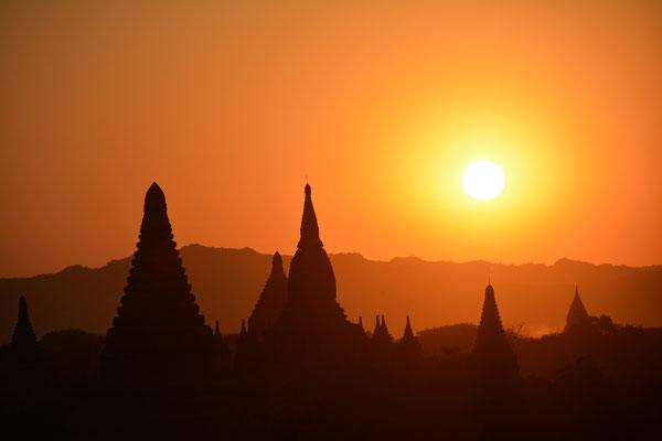 Abend in der Tempelstadt Bagan