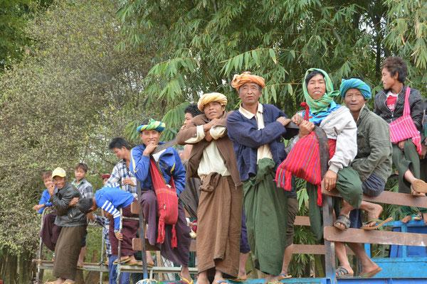 Begeisterte Zuschauer bei einem Schul-Sportfest
