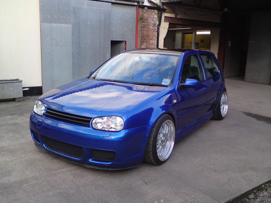 VW Golf R32 | De-badged and roof painted black | Precision Paint