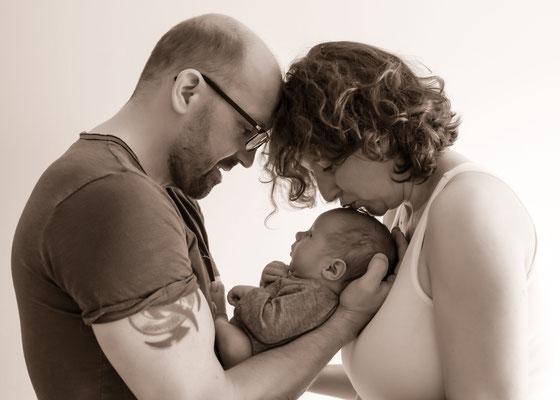 Neugeborenenshooting Familienbild