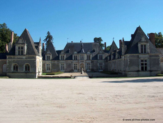Le Champ du Pré - Bed and Breakfast in France - to visit near us : Chateau de villesavin
