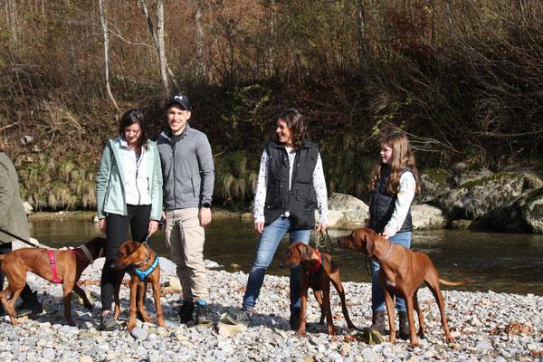 Rebecca & Damiano mit Kali und Katya und Paula mit Isali und Danuwa