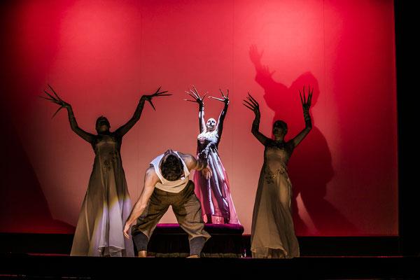 Dracula - 2. Vampir Girl (mittig) - Landestheater Detmold - Foto: Jochen Quast