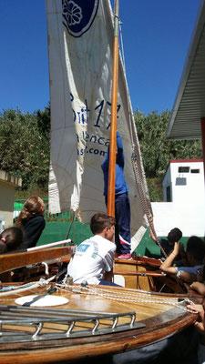 Alumno practicando con el barquillo