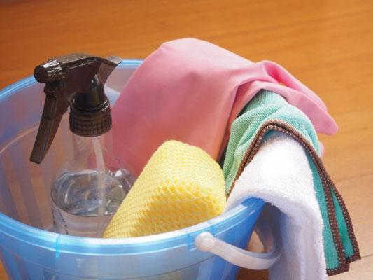 柔らかい布で湿らせて拭く