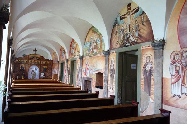 Die Klosterkapelle mit Ikonostase. Malereien von Dalia Sobhi und Dr. René Stephan.