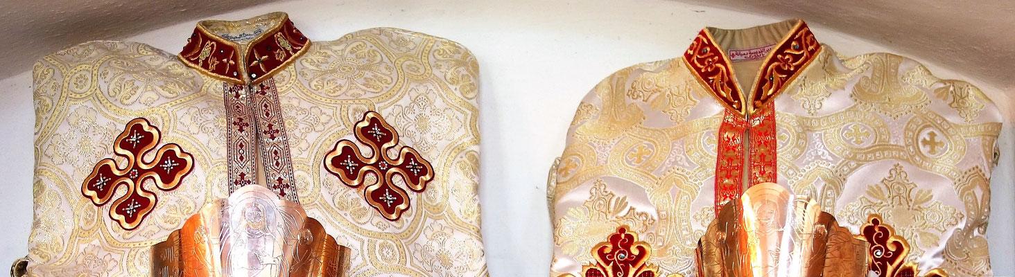 Bekleidung und Kronen für die Eheschließung als Heilige Krönung (6. Sakrament)
